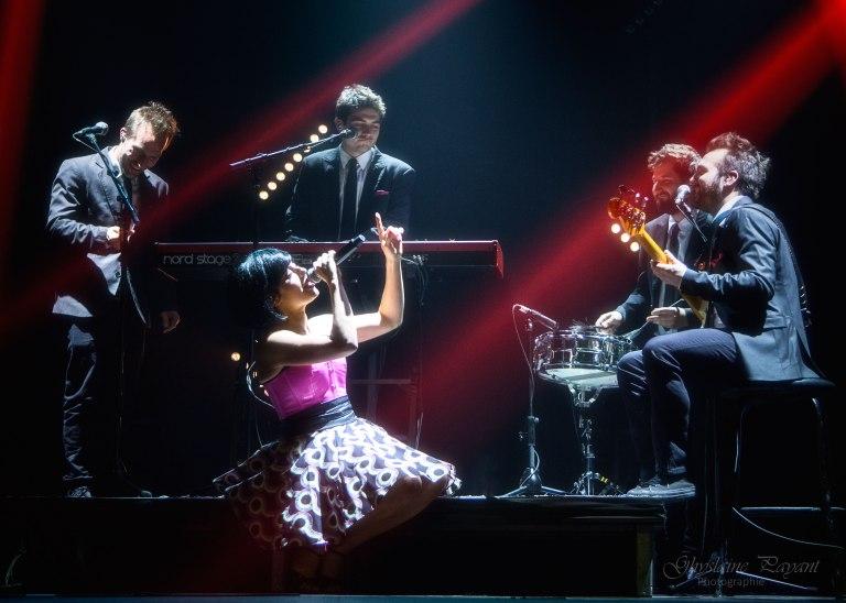 Sally Folk et ses musiciens interprète Kamasutra